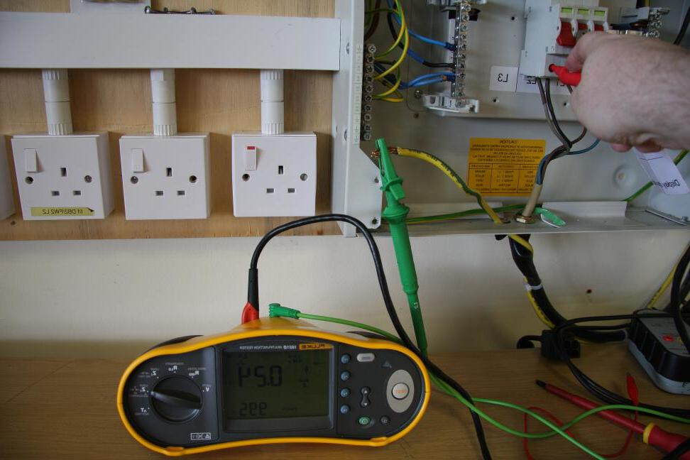 fluke-1651b-external-earth-fault-loop-impedance-test-measurement